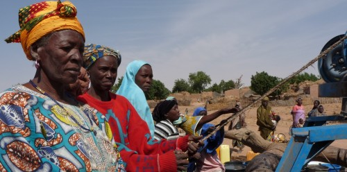 Women at the wells - adaptation project @J.teng - UNDP Niger